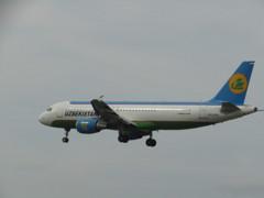 ウズベキスタン航空 A320 UK32019