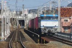 EF81-454貨物 多々良踏切にて