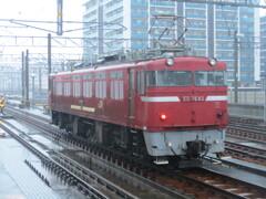 雨の中のED76機関車