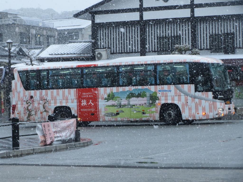 雪の中を走る西鉄バス旅人 ②
