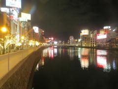 夜の福岡の中洲
