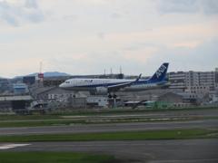 ANA  A320neo  福岡空港ランディング ①