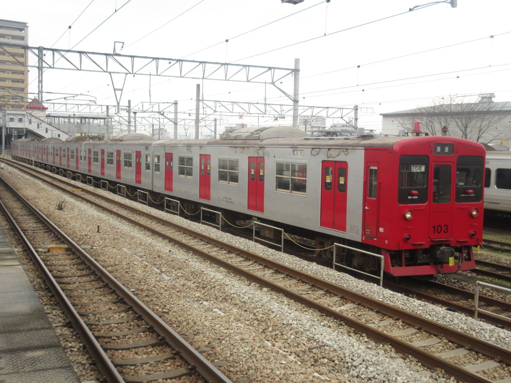 竹下駅に待機中の筑肥線103系