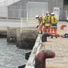 寒い中のダイバーによる救助訓練②
