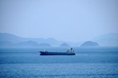 思い出を紡ぐ ~島と船が見える風景~