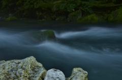 青き水の流れ