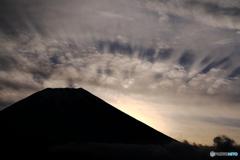 うろこ雲の影