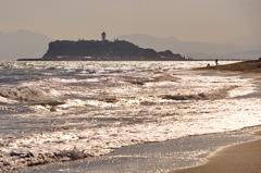 輝く波・江の島