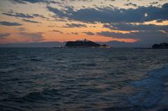 七里ヶ浜からの江ノ島