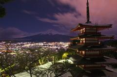 新倉富士浅間神社の五重塔