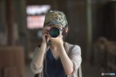 素敵なカメラ女子(炭鉱跡地を撮影)