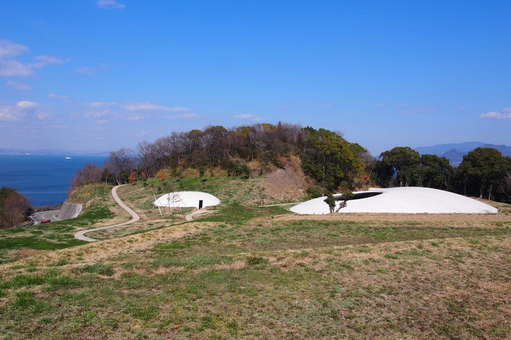 豊島美術館。