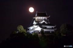 月夜に浮かぶ犬山城 2
