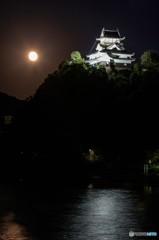 月夜に浮かぶ犬山城 1