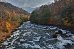 滝の紅葉-HDR-
