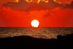 ダルマ夕陽 日本海は能登