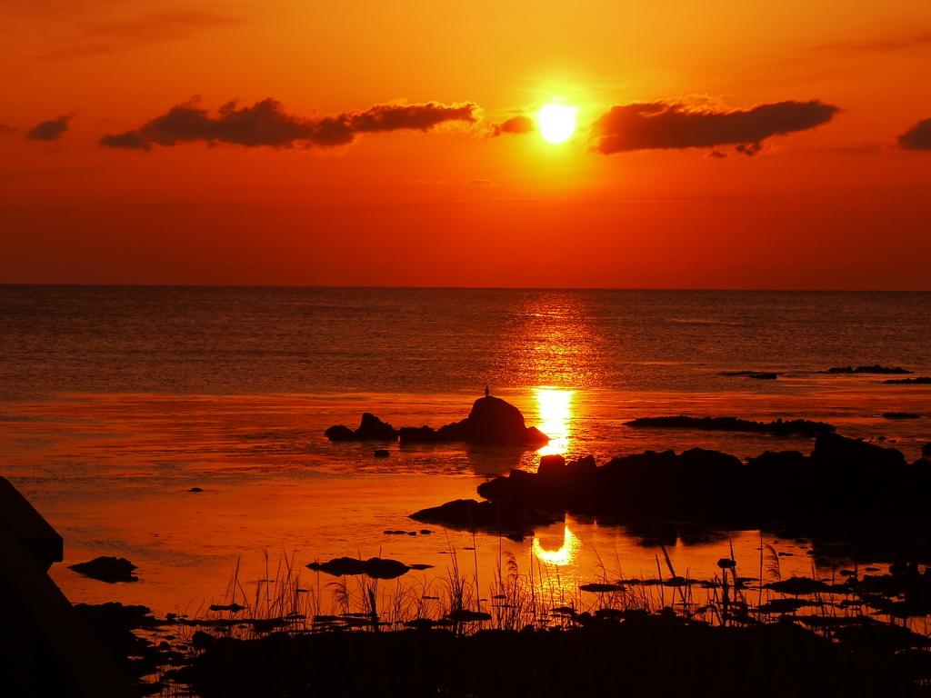 落日 日本海は 能登の海・・・