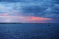 雲間に夕陽