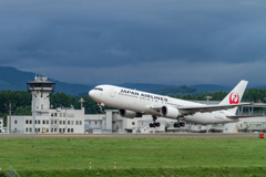 JAL556 Take off to Tokyo