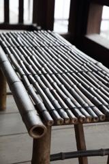 寺にあった竹の長椅子