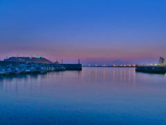 夕凪の漁港