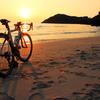 夕陽とロードバイク