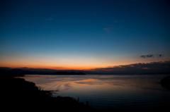 夜明けの青
