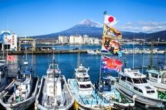 大漁旗と富士山