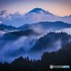 朝に煙る富士山