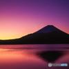 明けゆく富士山