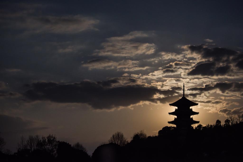 月明かりの塔
