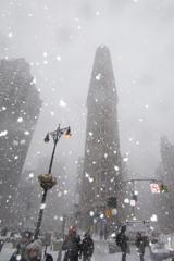 雪のフラットアイアンビル