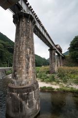 橋梁を走る