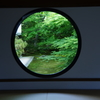丸い悟りの窓。