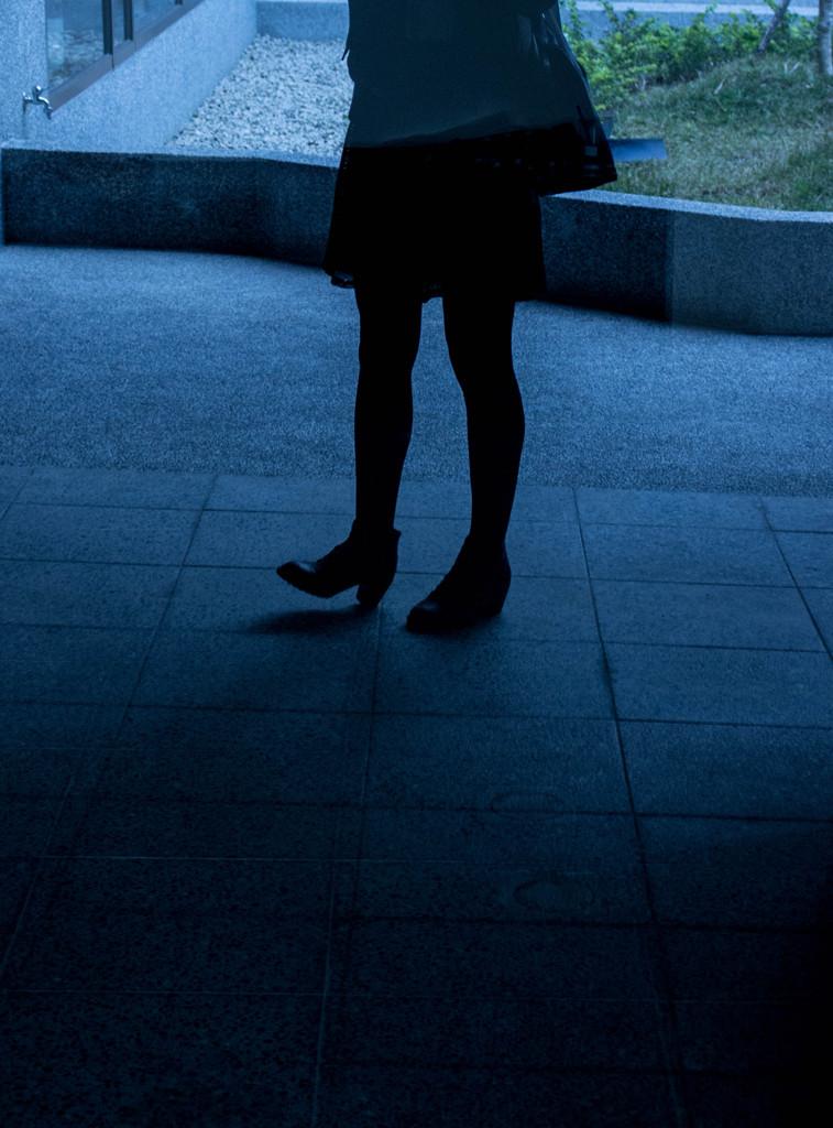 私の足、私の影