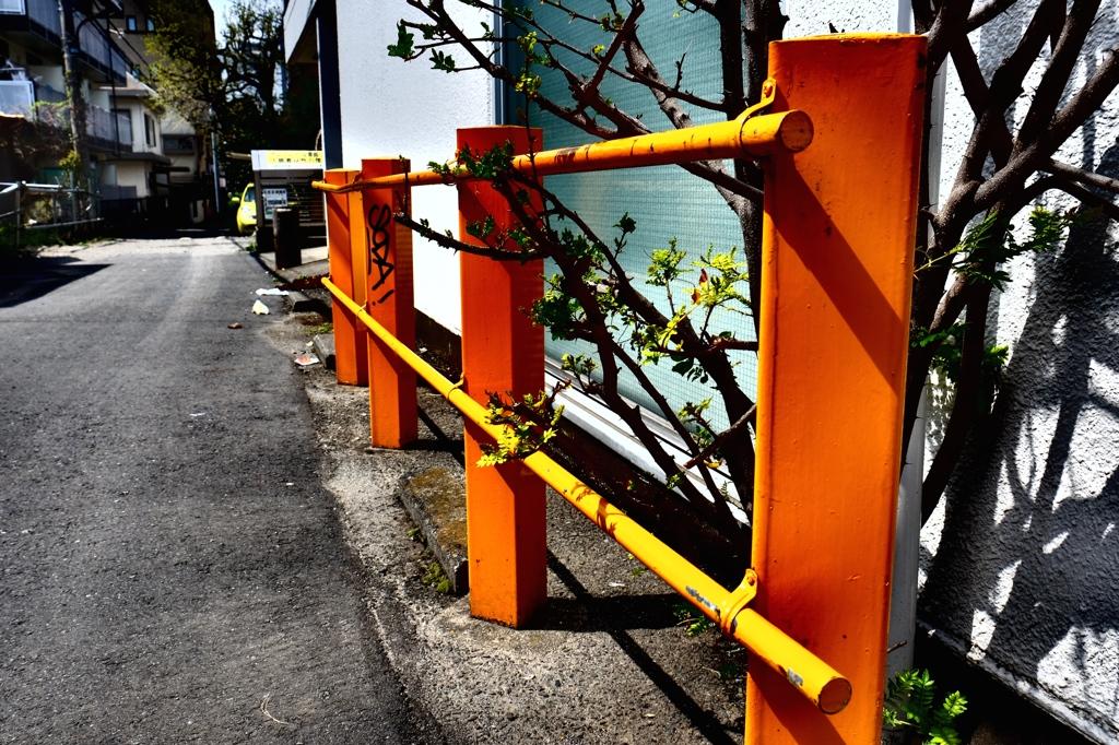 オレンジのガードレール