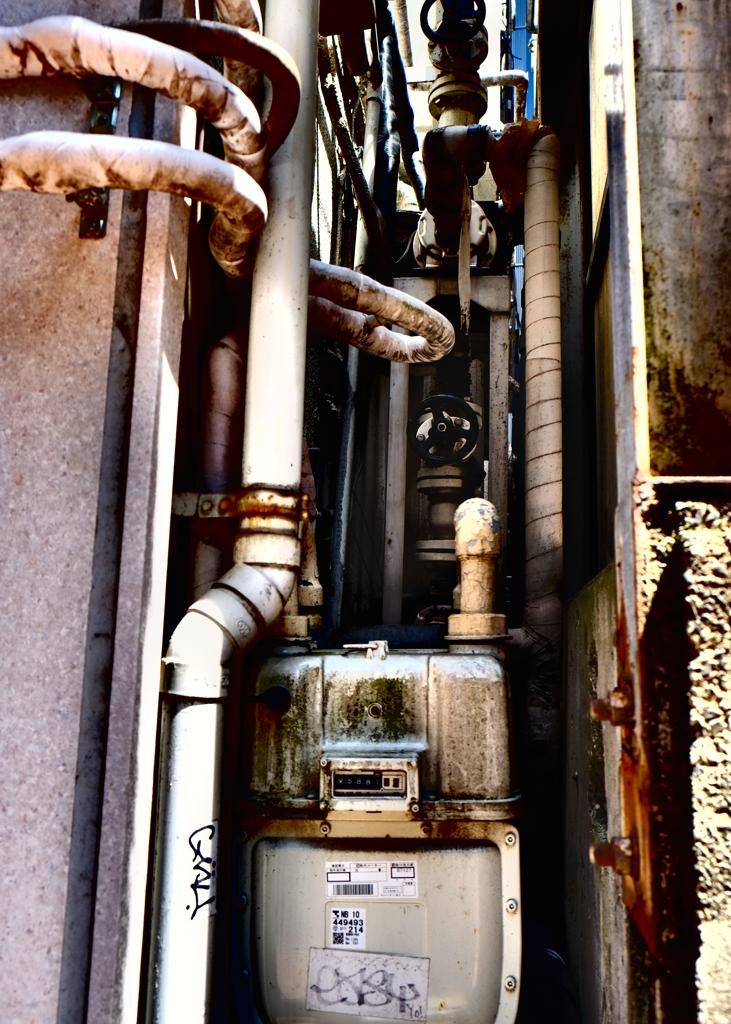 ガスメーターと配管