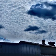 倉庫の上の雲