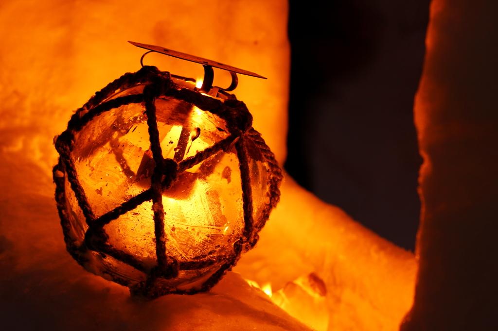 ガラス浮き球の灯火