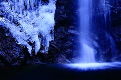 冬の渓谷 三題    ハーフ&ハーフ