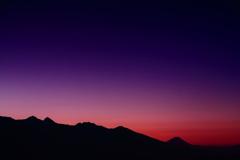 霧ヶ峰の夜明け・・   霊峰と八ヶ岳