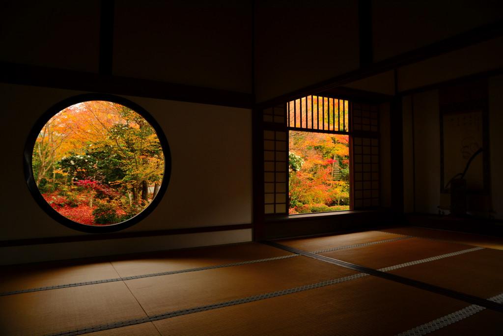 朱に染まる迷いの窓と悟りの窓