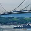 来島海峡大橋を通る護衛艦 くらま