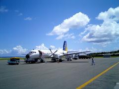 沖永良部空港最後のYS11機