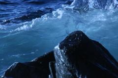 激闘! 波と岩