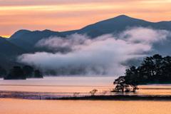 晩秋の秋元湖