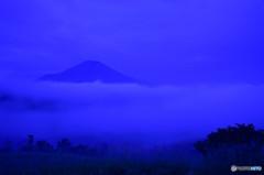 濃霧中の富士山