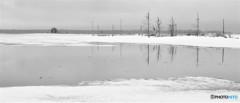 雪解けの水辺