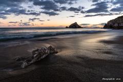 日出の石門の見える海岸