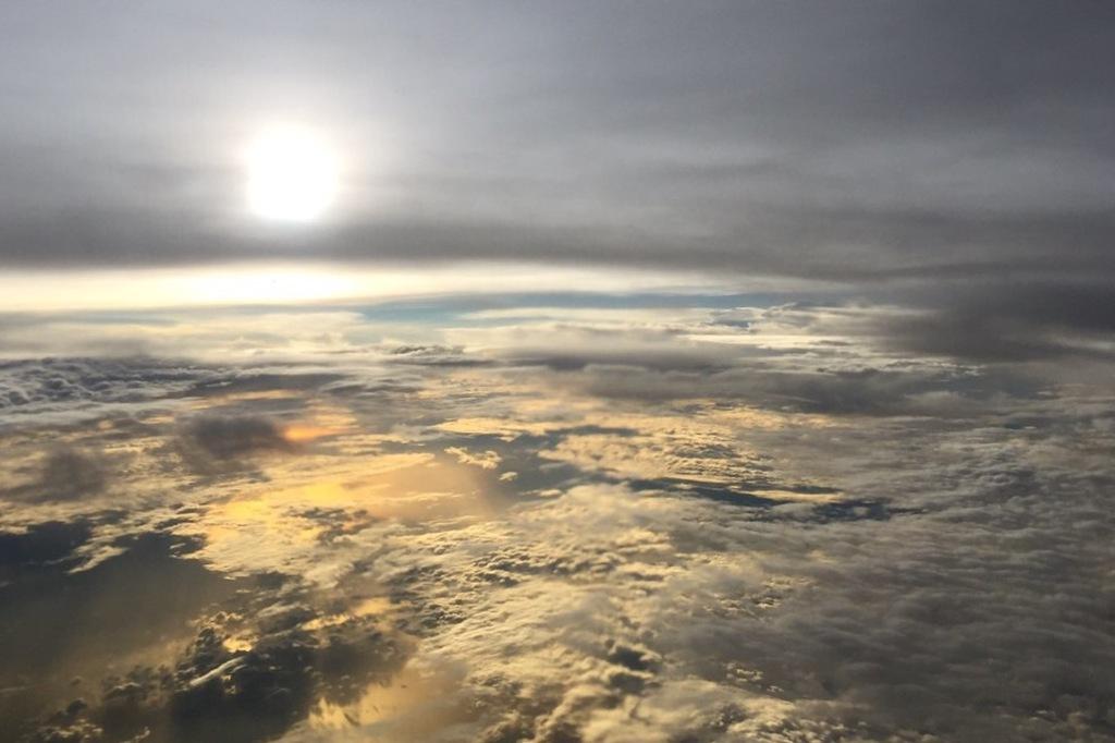 雲の上より